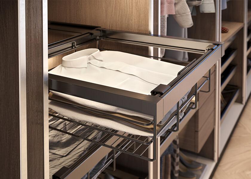 Garderoba z funkcjonalnymi szufladami na ciuchy