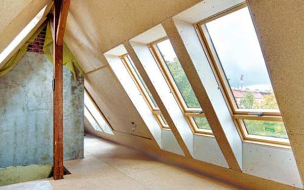 Montaż okien dachowych. Jakie są koszty montażu okien na poddaszu?