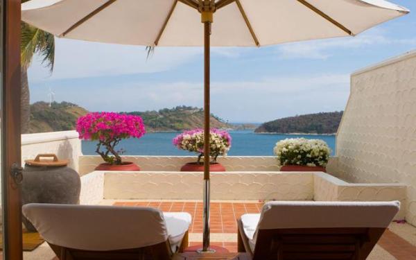 Leżaki i parasole na balkon, czyli jak stworzyć miejsce do relaksu